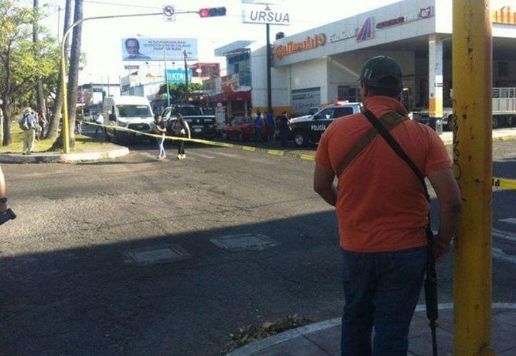 Autoridades acordonaron la zona en la que ocurrió el ataque al sobrino del ex gobernador Fernando Moreno Peña. (Milenio)