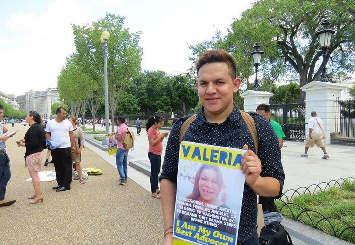 El mexicano Jerssay Arredondo, que llegó a EU a los tres años, asegura que la comunidad LGBT debe ser tomada en cuenta en el debate migratorio en los Estados Unidos. (Notimex)