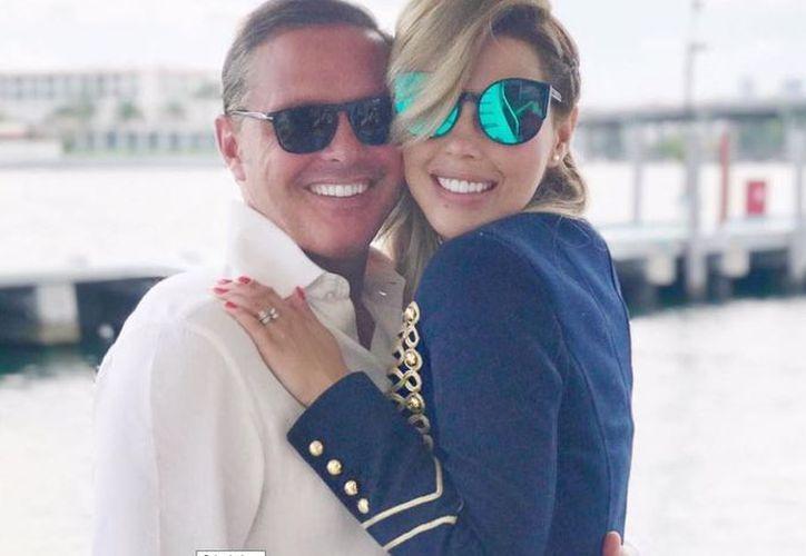 La periodista venezolana Desriee Ortiz compartió en su cuenta de Instagram fotos en las que aparece con Luis Miguel en poses muy acarameladas. (Instagram)