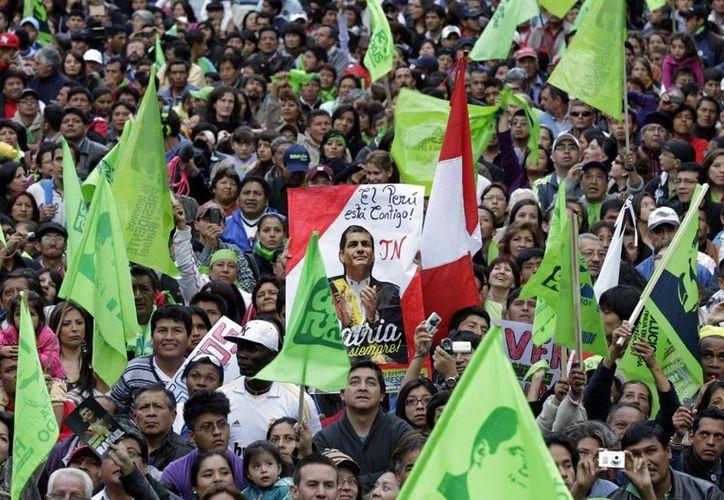 El mandatario ha ganado la simpatía del pueblo ecuatoriano. (Agencias)
