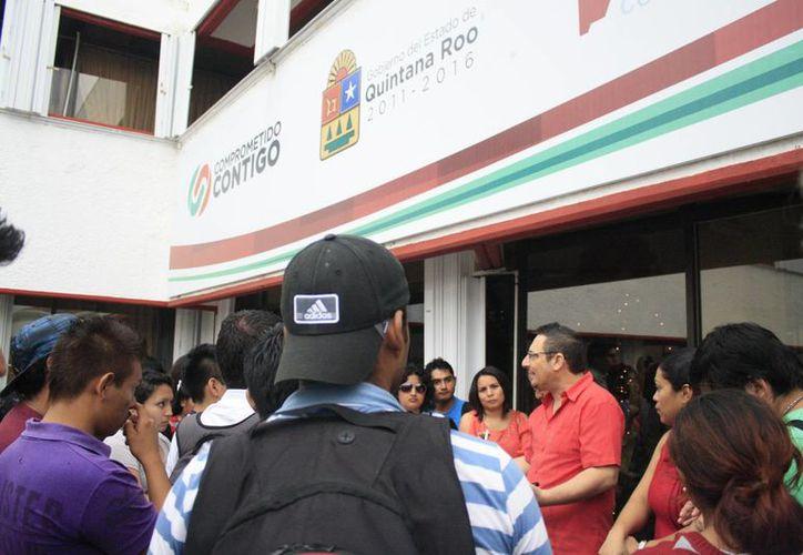 José Ángel Arjona Carrasco dio a conocer que el próximo 27 de diciembre se realizará el pago de las becas. (Harold Alcocer/SIPSE)