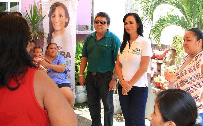 Laura Fernández, abanderada de la coalición Por Quintana Roo se comprometió con habitantes de la colonia 'La Fe' y comerciantes de 'El Mercadito'. (SIPSE)
