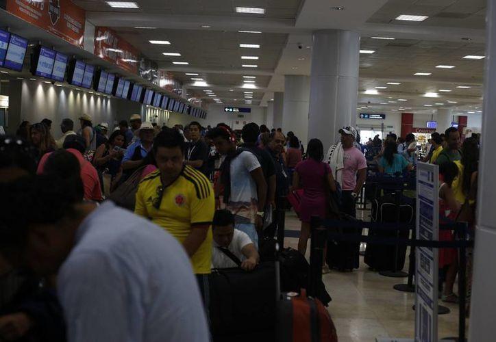 El Aeropuerto de Cancún reporta el tráfico de más de seis millones de pasajeros. (Israel Leal/SIPSE)