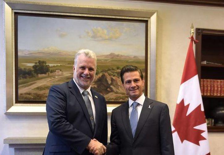Philippe Couillard fue recibido por Peña Nieto en la residencia oficial de Los Pinos. Dialogaron sobre la relación de México con Canadá y en especial con la región francófona de Quebec. (Presidencia)
