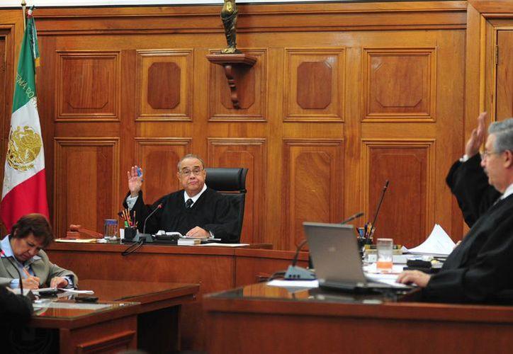 Ministros de la SCJN: la juez al amparar a Axtel sustituyó indebidamente la función de la Cofetel. (Notimex/Archivo)