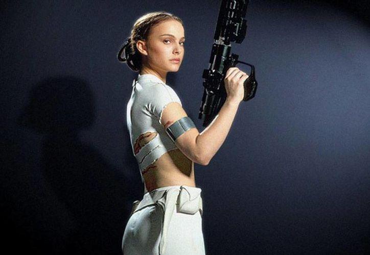 Natalie Portman confesó que haber participado en la saga de Star Wars arruinó su carrera porque los directores la consideraban una pésima actriz. (excelsior.com.mx)