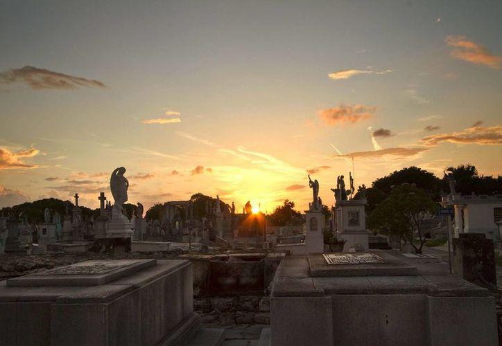 Las visitas a los cementerios en Mérida son cada vez menos frecuentes, en parte porque cada vez es más frecuente la cremación. (Notimex)