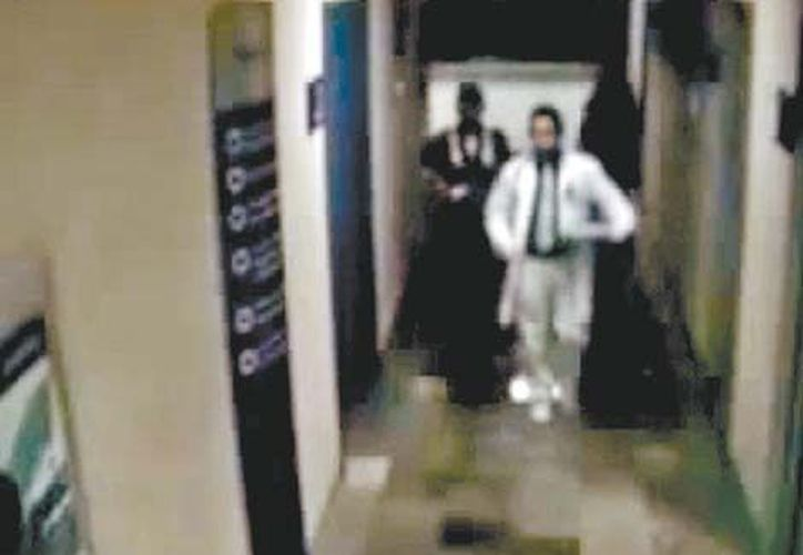 Los presuntos asesinos ingresaron vestidos como personal médico. (Milenio)