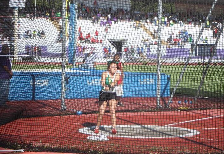 Ingrid Sosa Huchim ganó medalla de plata para Yucatán en lanzamiento de martillo en la Olimpiada Nacional. (Milenio  Novedades)