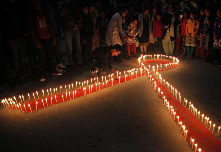 Este 1 de diciembre se celebra en todo el planeta el Día Mundial de la Lucha contra el Sida. Actualmente, 37 millones de personas viven con el virus que lo causa, pero la cifra de muertes se ha reducido considerablemente. (AP)