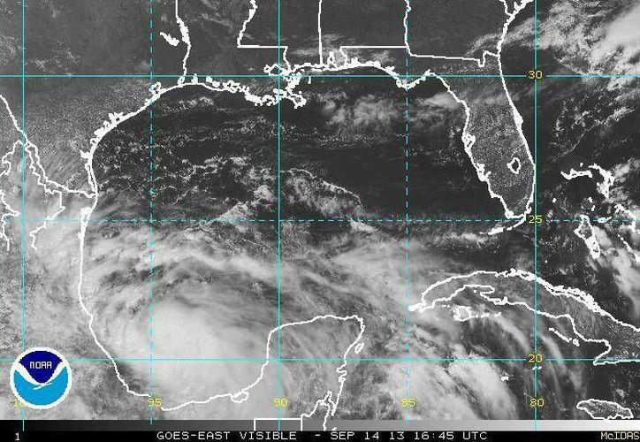 Ingrid es una tormenta tropical muy cambiante. (ssd.noaa.gov)