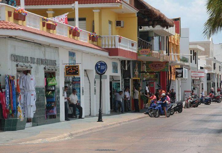 Vendedores y  trabajadores sufren por la baja presencia de turismo. (Julián Miranda/SIPSE)