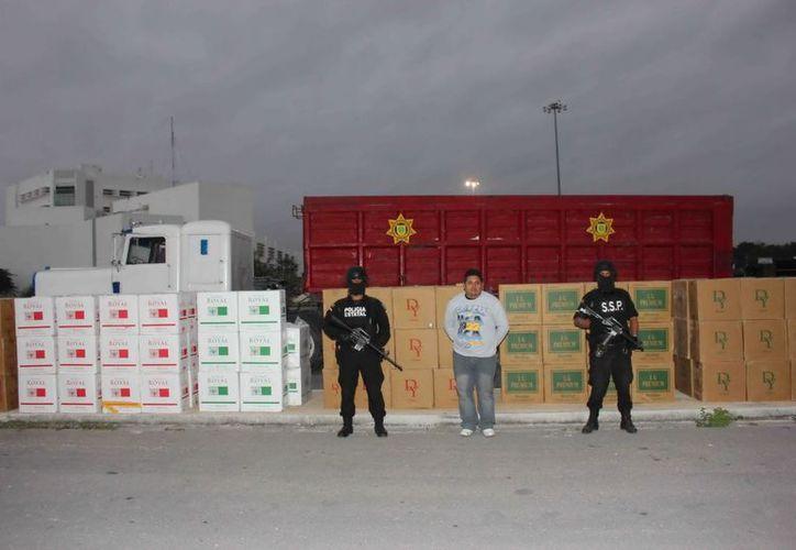 El trailero traía 165 cajas de cigarrillos importados. (SSP)