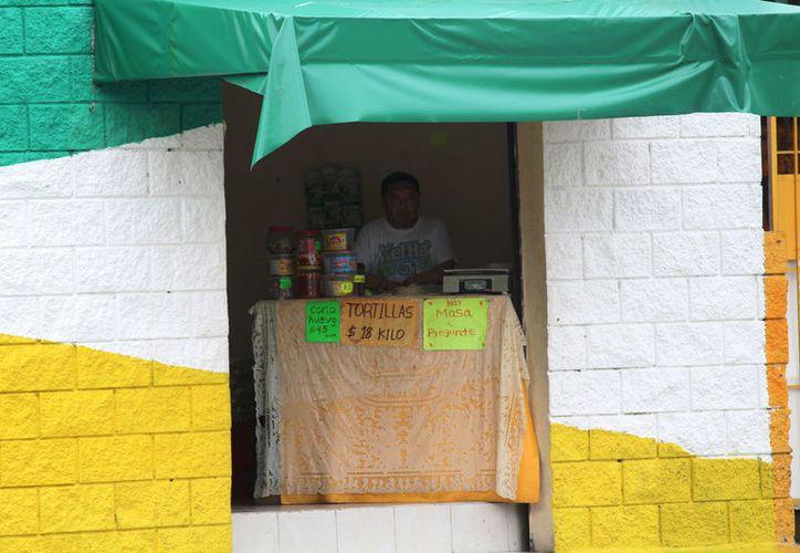 Pese a medidas regulatorias se sigue vendiendo en pequeños negocios. (Foto: Octavio Martínez/SIPSE)
