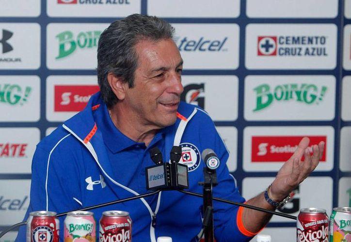 Esta mañana, en la instalaciones de La Noria, el club de futbol Cruz Azul presentó a su nuevo director técnico, Tomás Boy. (Notimex)