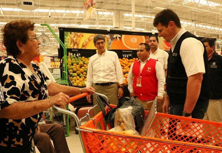 En el operativo de la Profeco no detectaron anomalías en un supermercado. (José Acosta)