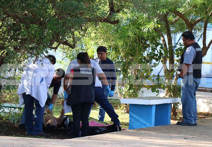 Paramédicos confirmaron que el hombre había muerto y solicitaron el apoyo del Servicio Médico Forense (Semefo). (SIPSE)