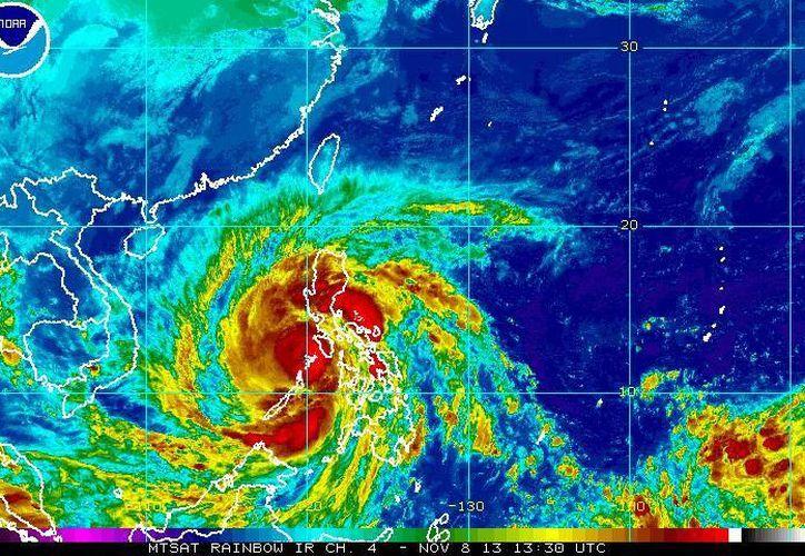 Haiyan impactó de frente en la ciudad turísitica de Cebu, en la isla central de Samar, Filipinas. (ssd.noaa.gov)