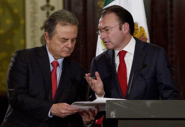 Coldwell (i) y Videgaray respondieron algunas interrogantes de Alfonso Cuarón sobre la reforma energética. (Notimex/Foto de archivo)