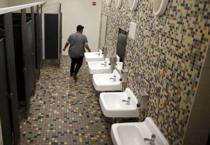 El golpe que habría acabado con la vida de Amy Inita Joyner-Francis habría sido contra un lavamanos del baño del instituto. La imagen de utiliza con fines estrictamente referenciales. (Actualidad RT)