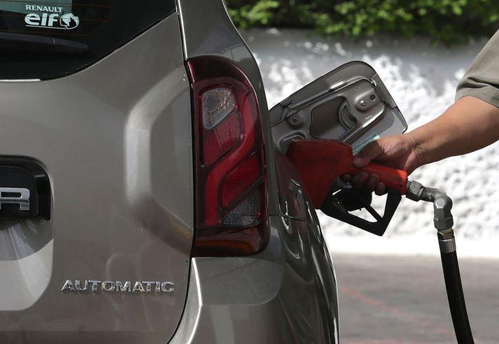 La máxima cotización para la Ciudad de México es de 16.23 pesos para la Magna, 18.11 para la Premium y 16.97 para el diésel. (Archivo/Notimex)