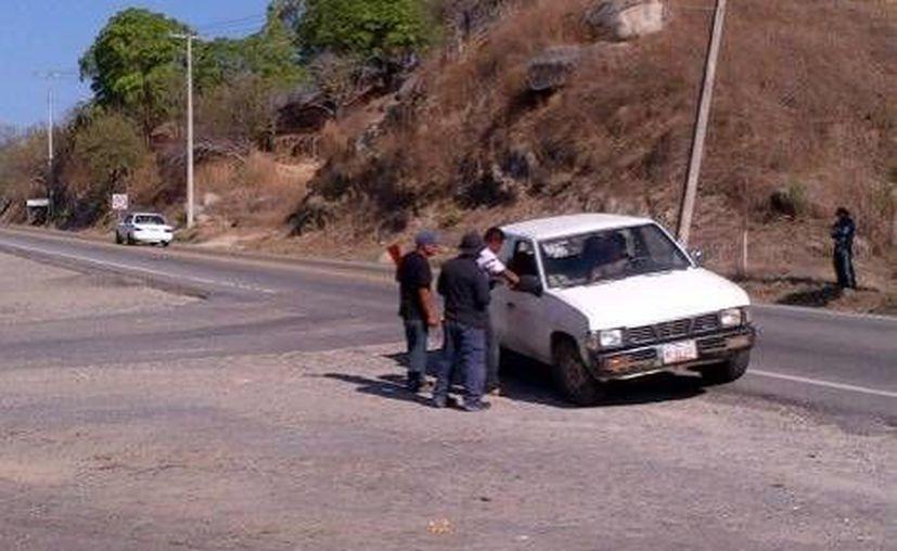 Imagen del reten. Sobre a carretera Acapulco-Mexico en Tierra Colorada. (Javier Trujillo/Milenio)