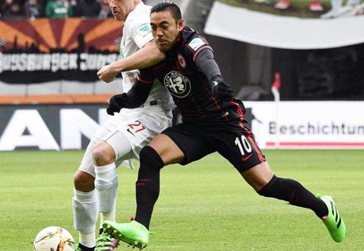 El jugador del Frankfurt no pudo recibir el dictamen de su exoneración de forma personal, por lo que colocaron una notificación a las afueras de Verde Valle. (AP)