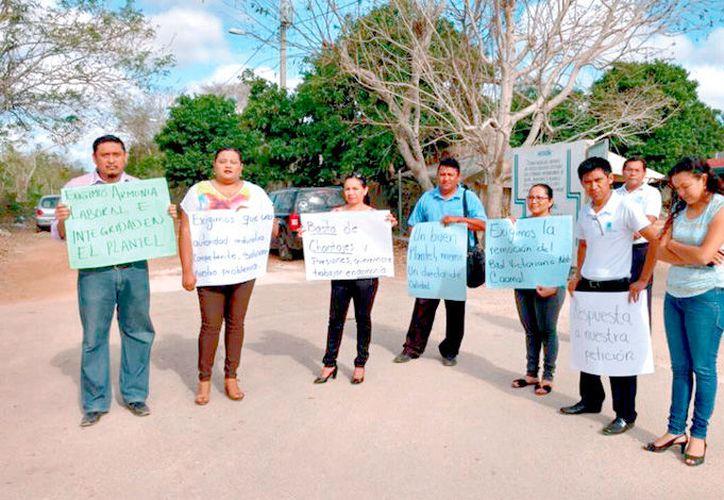 En marzo, los docentes de Sabán realizaron un paro.  (Foto: Tony Blanco / SIPSE)