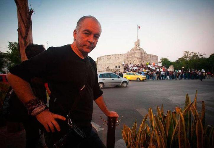Eniac Martínez, egresado del Instituto Superior de Arte de La Habana, ofreció un curso sobre fotografía documental en la escuela 'F2 Estación Visual'. (Milenio Novedades)