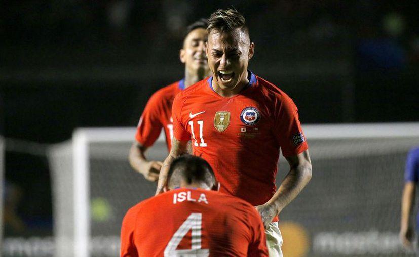 Con su doblete, Vargas suma 37 con su selección, mientras que Sánchez llegó a  42 y es el máximo goleador en la historia de la Roja (Fotos: mexsport)