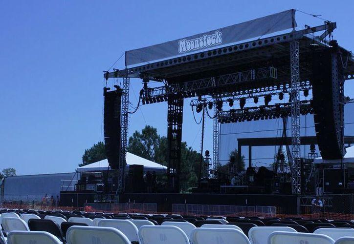 Escenario previo al concierto en Illinois. (SIPSE)