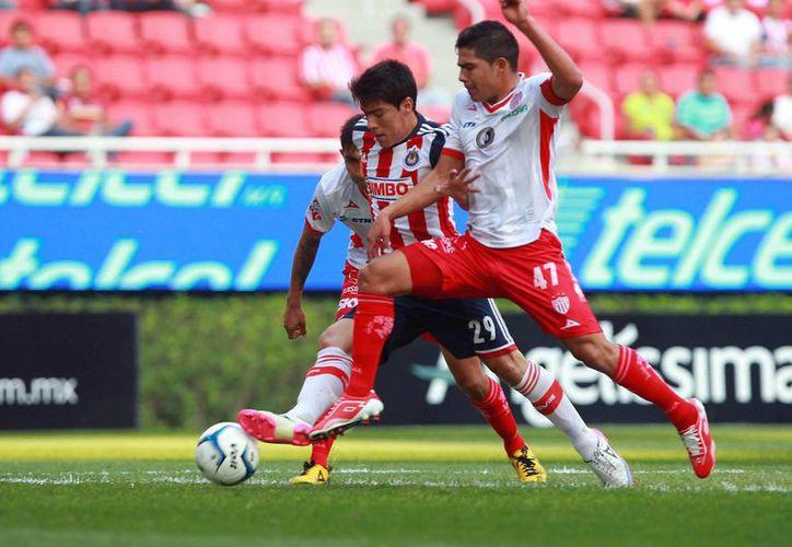 Necaxa y Chivas en duelo por la Copa MX, que al final ganó el Morelia. La ida de la final por el Ascenso MX será este miércoles. (Notimex/Foto de contexto)