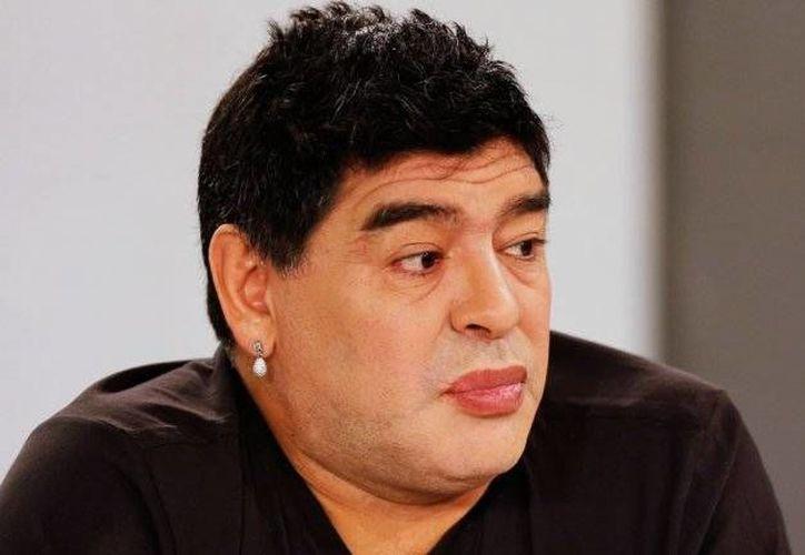 Maradona, quien apoya al príncipe Alí bin al-Hussein, dice que, de llegar él a la vicepresidencia de FIFA, 'acabará' con la corrupción en el organismo. (Archivo)