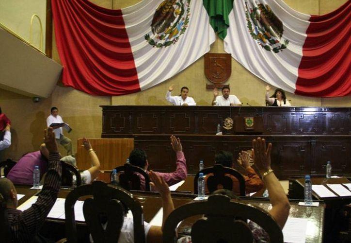 Con base en la Ley de Ingresos 2014 aprobada por el Congreso del Estado recibirá Yucatán miles de millones de pesos de la Federación. (Milenio Novedades)