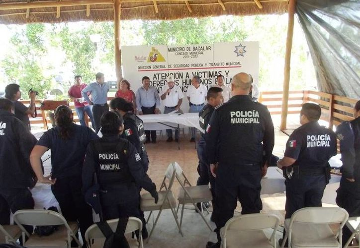 La instrucción corrió a cargo de la maestra en Victimología y Criminología, Reina Feride Peña Castillo, asesora de la Unicef. (Omar Capistrán/SIPSE)