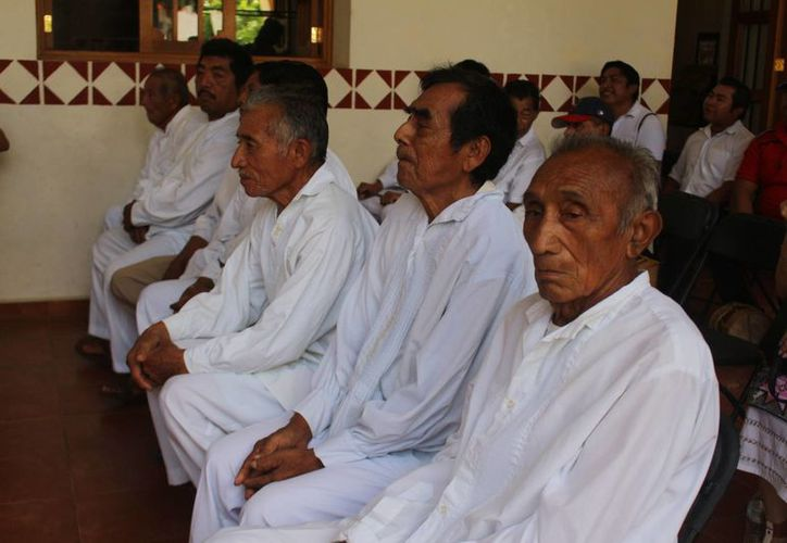 La administración anterior dejo a los dignatarios mayas sin su apoyo económico durante 6 meses.(Benjamín Pat/SIPSE)