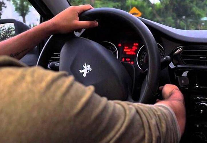 Existen personas que a veces sólo se suben y encienden el carro. (eluniversal.com)