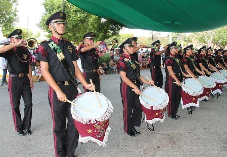 La Escuela Secundaria General 'José Emilio Vallado Galaz' de Mérida resultó ganadora del VII Concurso Estatal de Bandas de Guerra. (SIPSE)
