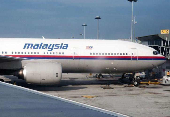 """""""Malaysia Airlines está técnicamente en quiebra"""", aseguró el recién nombrado presidente ejecutivo de la compañía aérea, el alemán Christoph Mueller. Imagen de un avión de la línea aérea que será parte de la historia. (Archivo/AP)"""