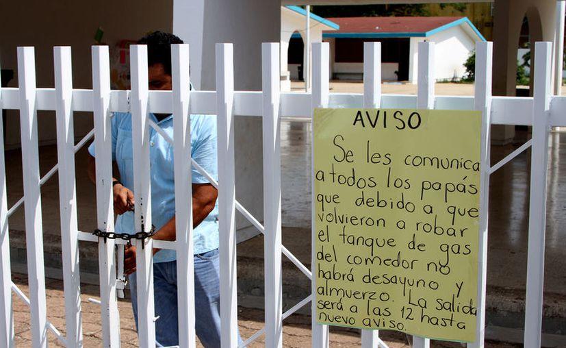 Ante el último robo, a partir de hoy y hasta nuevo aviso los niños saldrán de clases a las 12 horas del mediodía. (Alejandra Carrión / SIPSE)