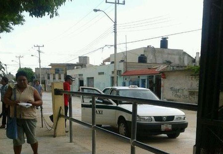 La persona subió al taxi y huyó con el padrón electoral. (Teresa Pérez/SIPSE)