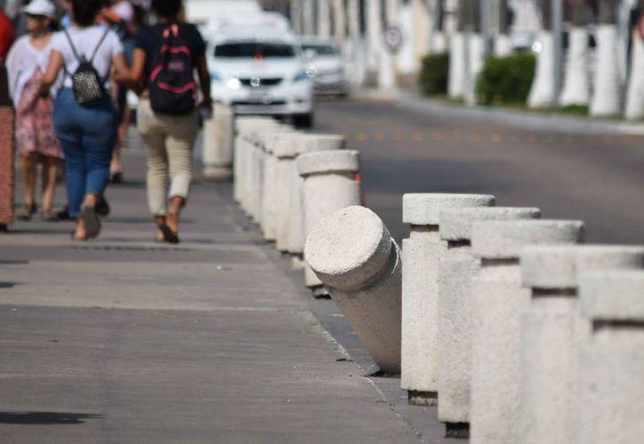 La falta de mantenimiento en los dos últimos años ya le pasaron la factura a estos accesorios de la imagen urbana. (Gustavo Villegas/ SIPSE)