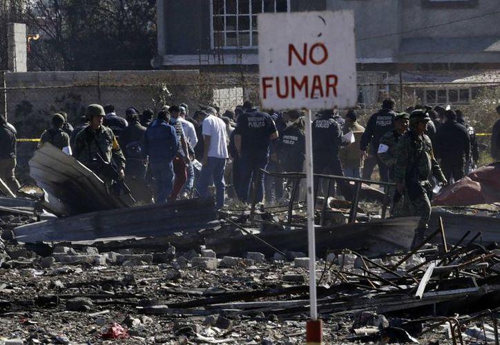 26 de las víctimas fallecieron en el Mercado San Pablito, en Tultepec. (AP/Marco Ugarte)