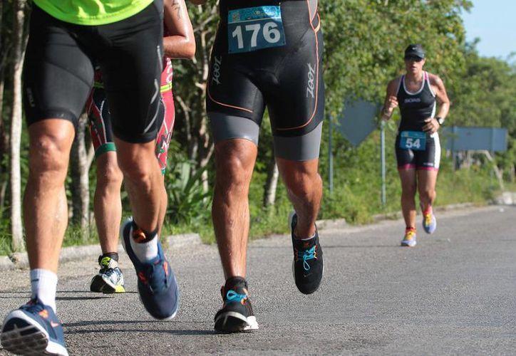 La carrera de 10 kilómetros premiará a los tres primeros puestos con dos mil, tres mil y cuatro mil pesos. (Gustavo Villegas/SIPSE)