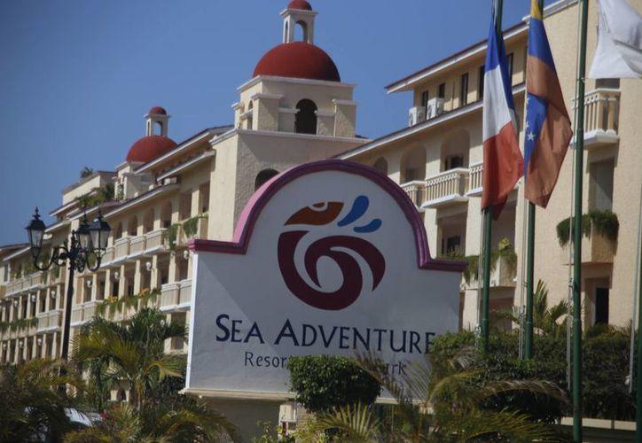 El hotel se encuentra en Puerto Juárez. (Israel Leal/SIPSE)