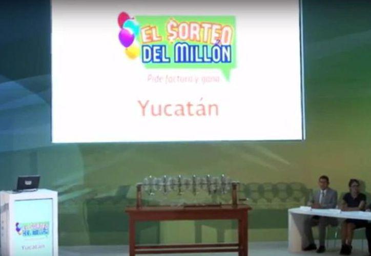 El Sorteo del Millon se llevó a cabo hoy en las instalaciones del Servicio de Administración Tributaria (SAT) en Yucatán. (Captura de pantalla/YouTube)
