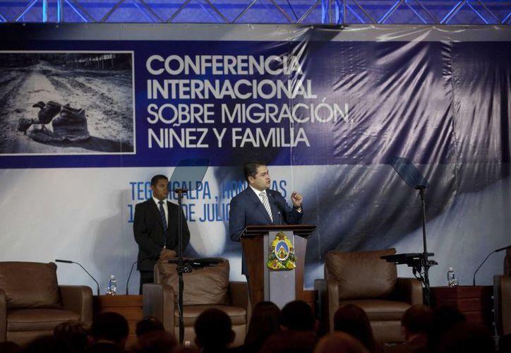 El presidente de Honduras, Juan Orlando Hernández, en la inauguración de la Conferencia Internacional para tratar sobre los niños inmigrantes centroamericanos que viajan solos a EU, este miércoles en Tegucigalpa, Honduras. (EFE)