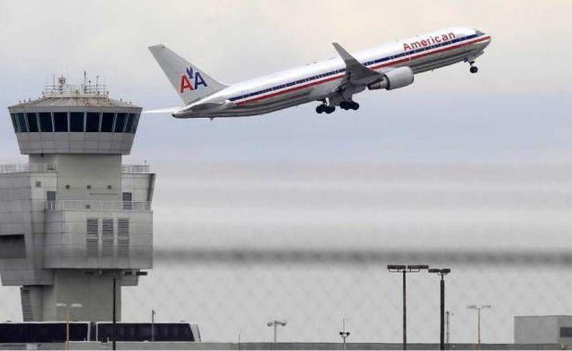 American Airlines ha operado, junto con otras aerolíneas estadounidenses, vuelos chárter a Cuba desde hace 25 años. Ahora esperan permisos para ofrecer vuelos regulares. (Archivo/ AP)