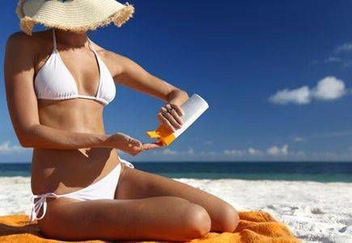 15 días antes de que te expongas al sol, aplica prebronceadores, para activar la melanina. (Contexto/Internet)