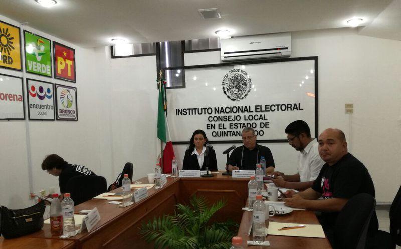 Consejo Local del Instituto Nacional Electoral se prepara para reanudar la sesión permanente y dar a conocer el desarrollo de la jornada y sus incidencias. (Benjamín Pat/SIPSE)